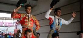 Triunfo de dos de los tres novilleros en el último festejo del abono taurino