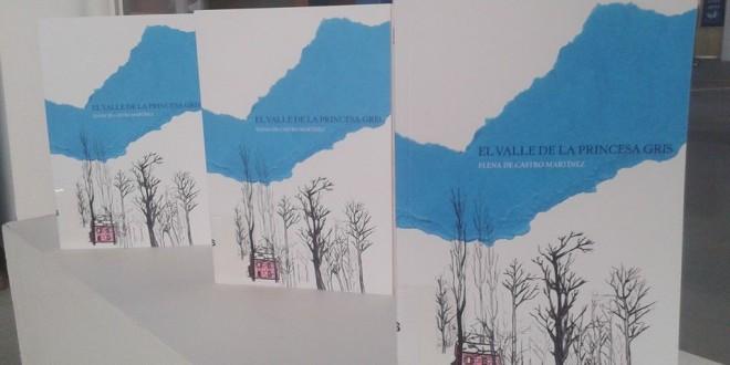 La escritora Elena de Castro presenta su primera obra, 'El valle de la princesa gris'