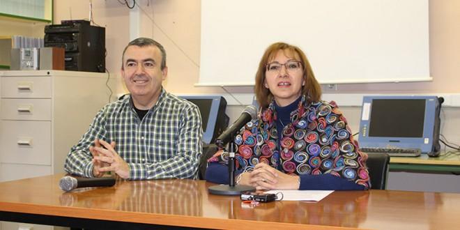 El escritor Lorenzo Silva visita el IES María Moliner