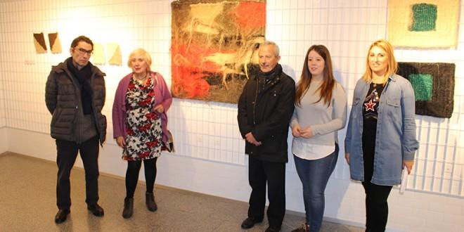 Carmen Pérez inaugura su exposición de tapices en Laguna