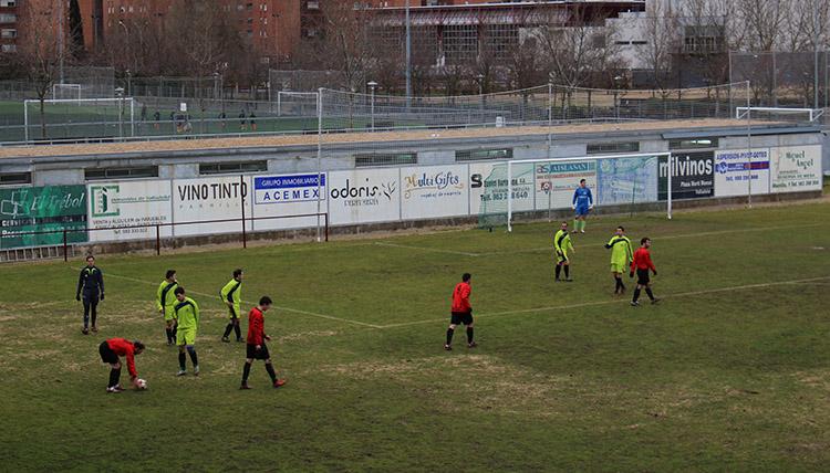 El Club Deportivo Laguna  golea y se hace con el liderato ante el Renedo