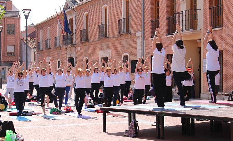 La Plaza Mayor se convierte en un santuario del yoga