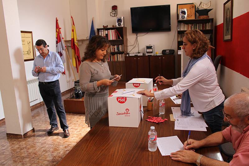 Los socialistas laguneros votaron más a Villarrubia que a Tudanca