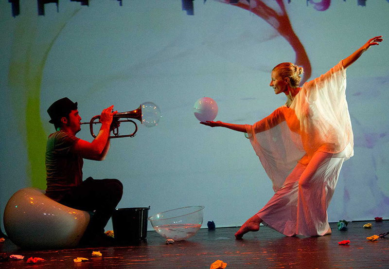 La Casa de las Artes acoge la propuesta multimedia de 'Burbujas de Papel'