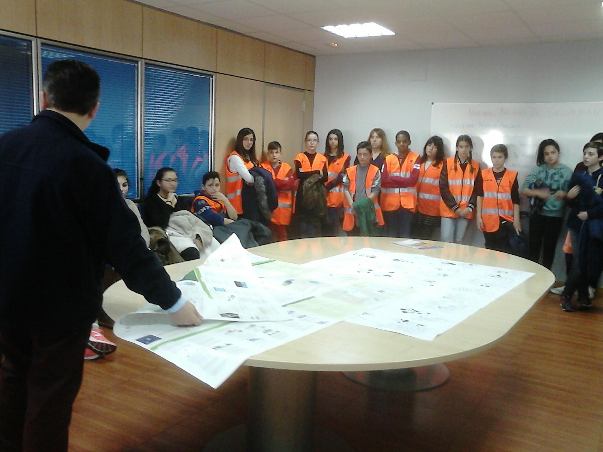 """Los alumnos de 6º Primaria del Miguel Hernández visitan """"Macrolibros"""""""