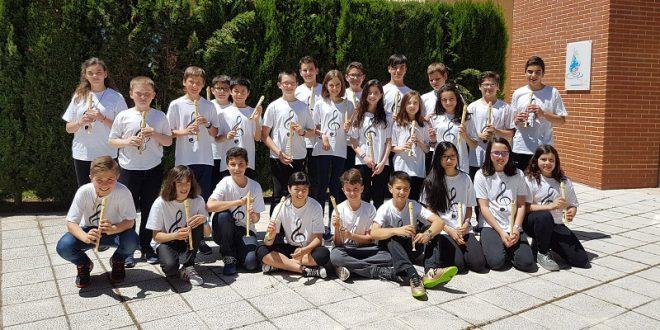 Alumnos del CEIP Ntra. Sra. del Villar ofrecen un concierto en el Centro de Día ASPRONA