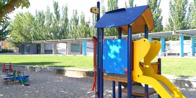 El Ayuntamiento inicia las mejoras de los parques infantiles del municipio