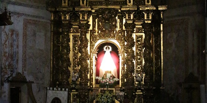 La Virgen de la Ermita es iluminada por la luz del equinoccio