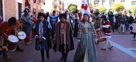 Laguna revive la llegada de Carlos I con una representación multitudinaria