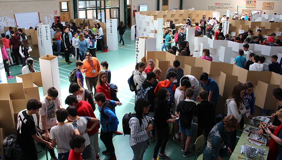 El IES Las Salinas celebra el Día de la Ciencia con una gran feria participativa
