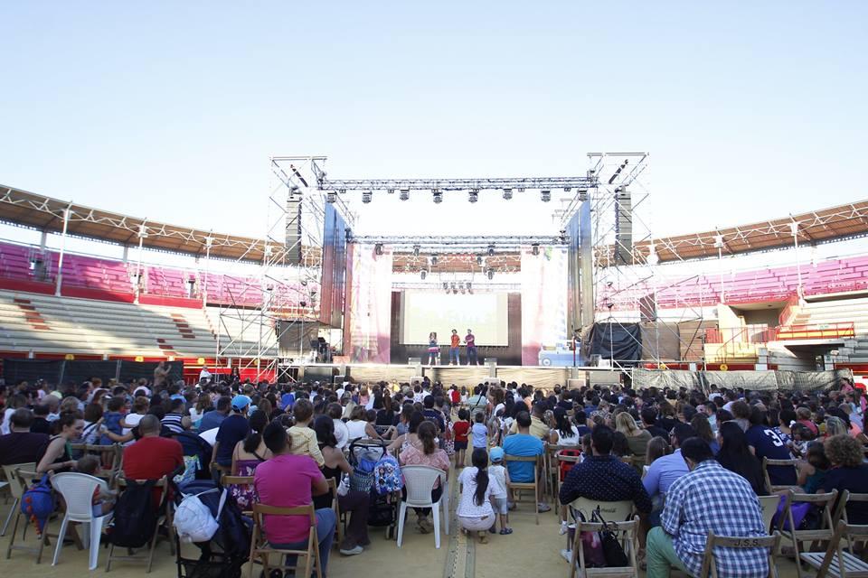 El espectáculo infantil de 'Pica-Pica' atrae a centenares de personas