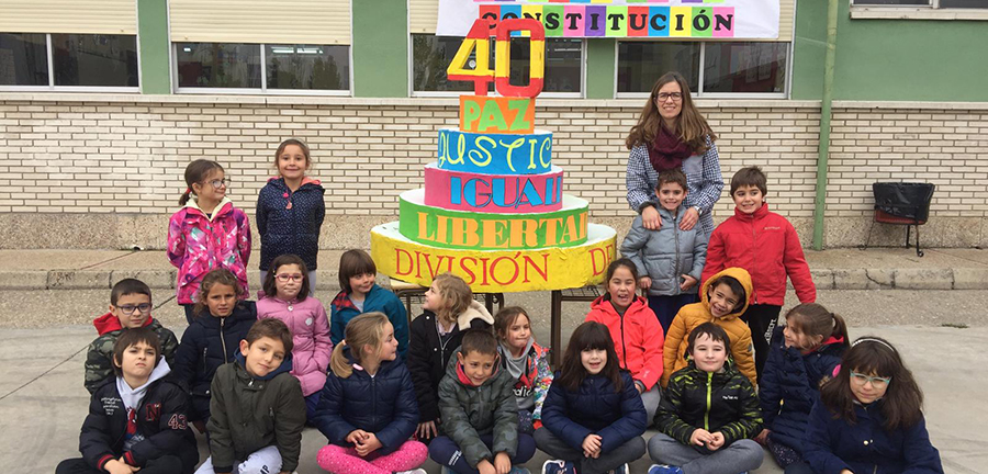 Los alumnos del CEIP Miguel Hernández celebran los 40 años de Constitución