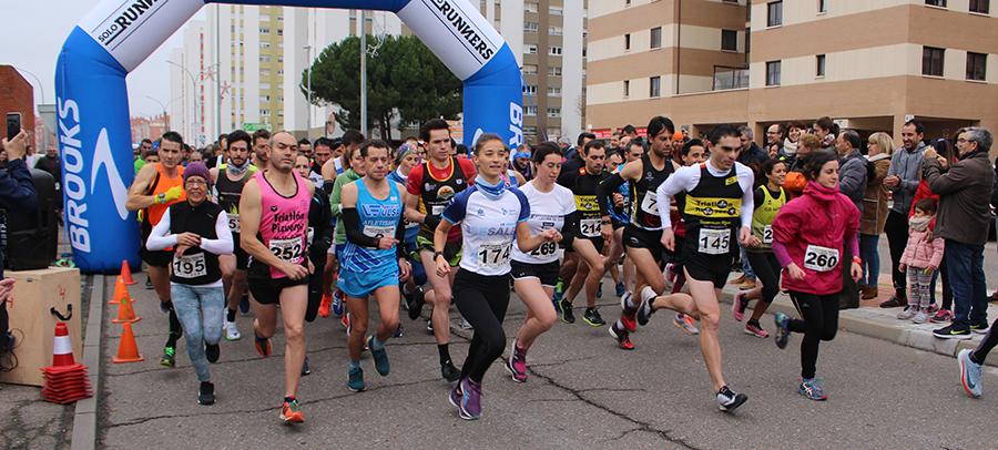 Fernando Díez Comendez y Alicia Diago, ganadores de la carrera popular del Pavo