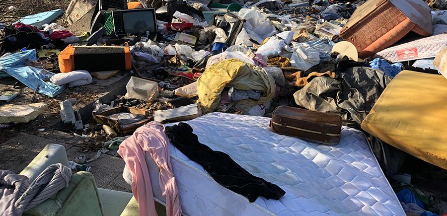 El Ayuntamiento advierte sobre el abandono ilegal de escombros y enseres