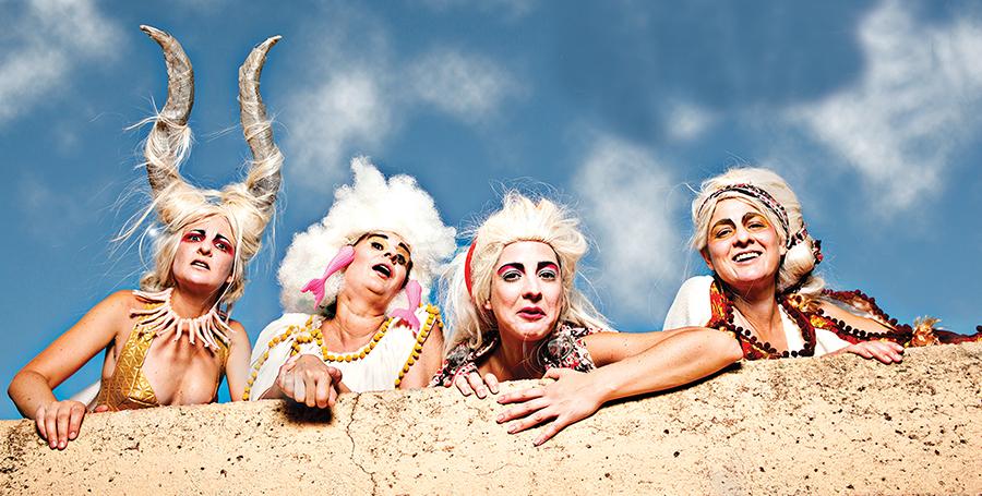 Teatro para celebrar el carnaval en la Casa de las Artes