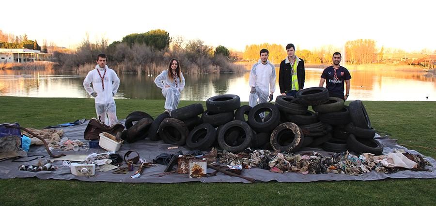 El Grupo Scout Laguna conciencia a los vecinos sobre el vertido ilegal de residuos