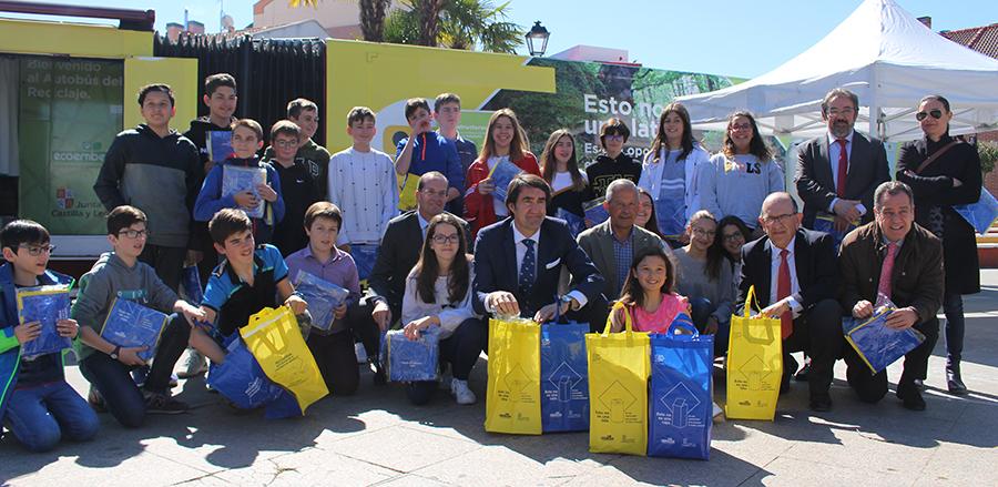 Lo jóvenes de la localidad toman conciencia sobre la importancia de reciclar en nuestro entorno