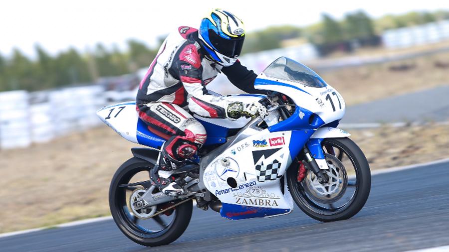 La realidad del motociclismo amateur, piloto y mecánico a la vez