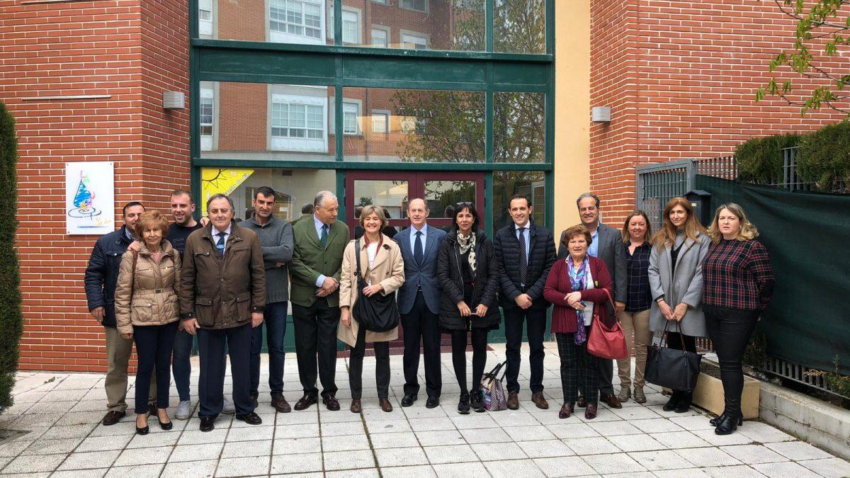 La candidata del PP al congreso, Isabel García Tejerina, visita el centro de ASPRONA