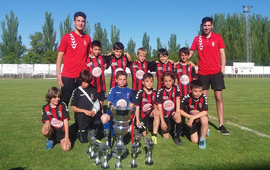 El equipo Benjamín del C.D. Laguna, campeón de segunda división provincial