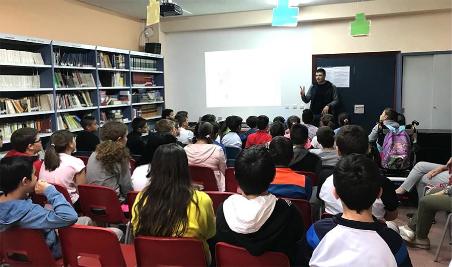 El escritor Eloy Moreno visita el CEIP La Laguna