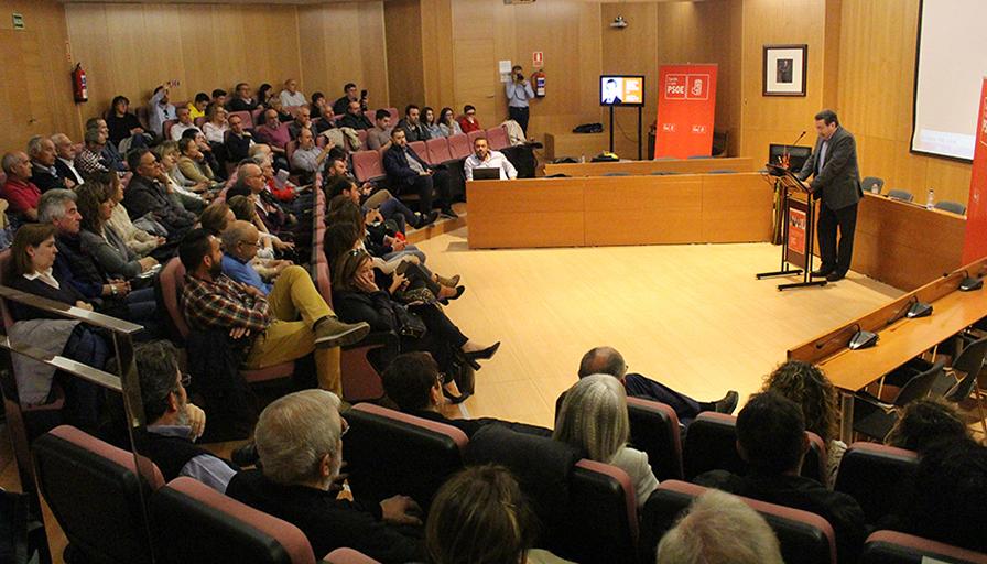 El PSOE regional respalda a Biosca en la presentación de su candidatura