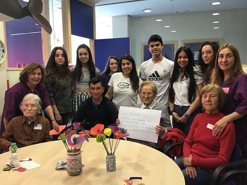 Alumnos del IES María Moliner recaudan fondos para AFALA