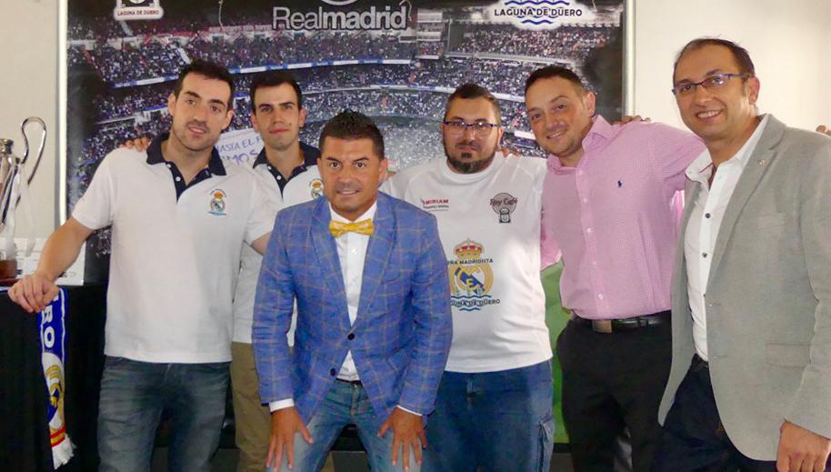 El exjugador del Real Madrid José Luis Morales visita la Peña Madridista de la localidad