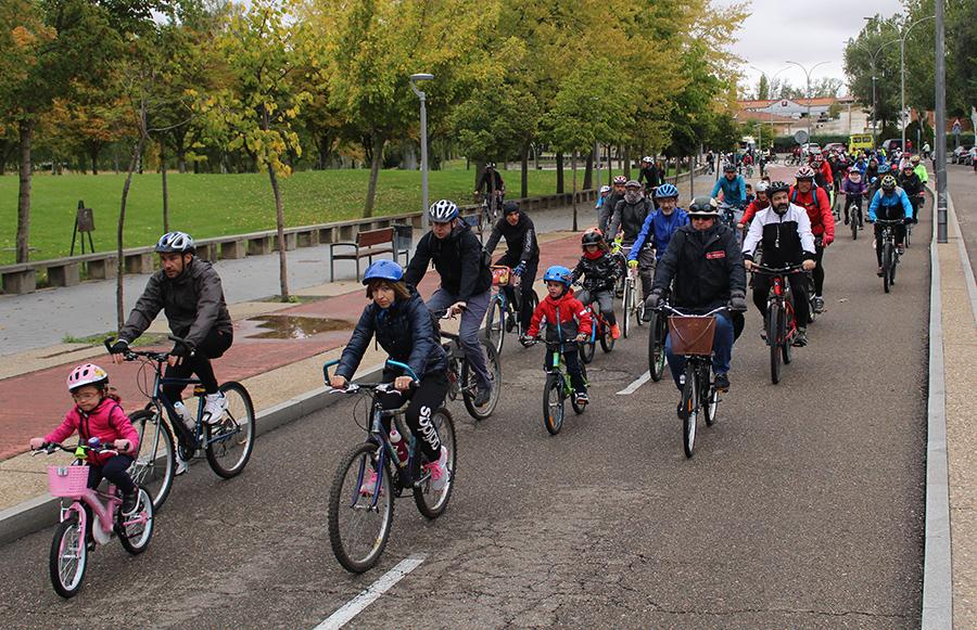 El espíritu deportivo vence a la lluvia en la XXII Bicicletada contra la Droga