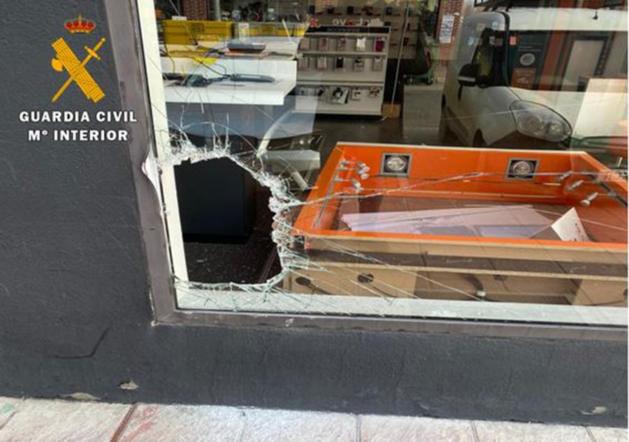 Condenado a once meses de prisión por robo con fuerza en una tienda de Laguna