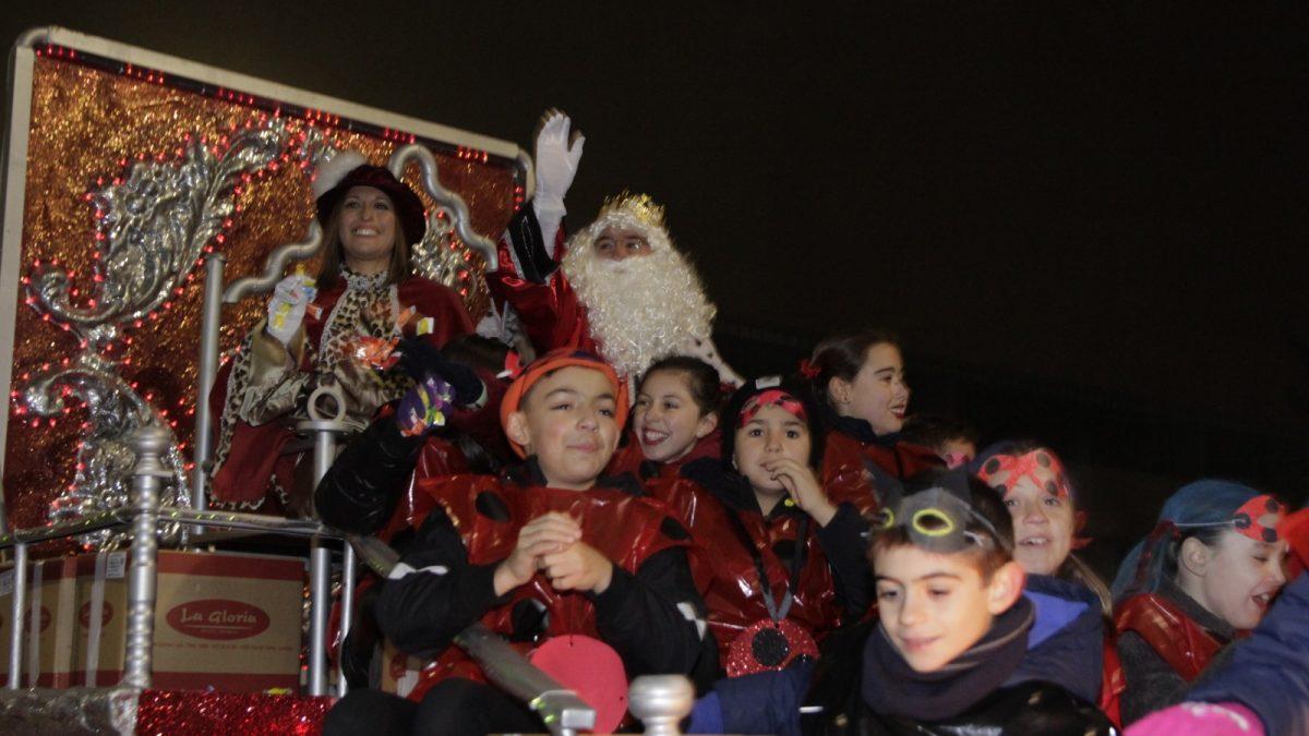 Los Reyes Magos protagonizan la cabalgata más participativa