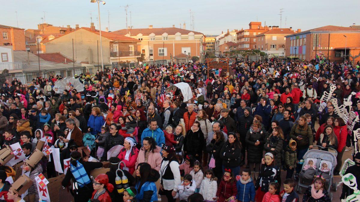 Laguna se llena de colorido gracias a un carnaval multitudinario