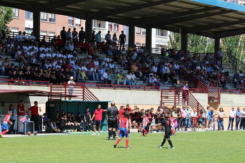 Guerra abierta entre los clubes de fútbol por los espacios municipales