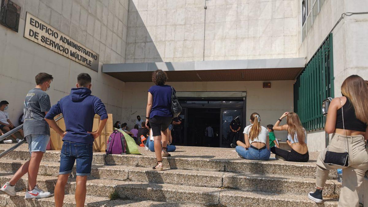 El consistorio ofrece seis aulas a los alumnos del I.E.S María Moliner para que continúen con su horario lectivo