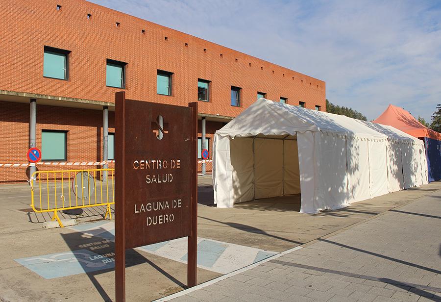 Laguna instala nuevas carpas en el Centro de Salud de cara a este otoño-invierno