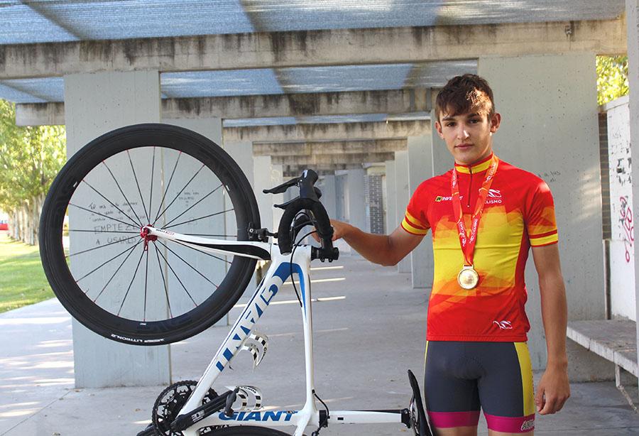 Daniel Cavia, nuevo campeón de España de velocidad por equipos