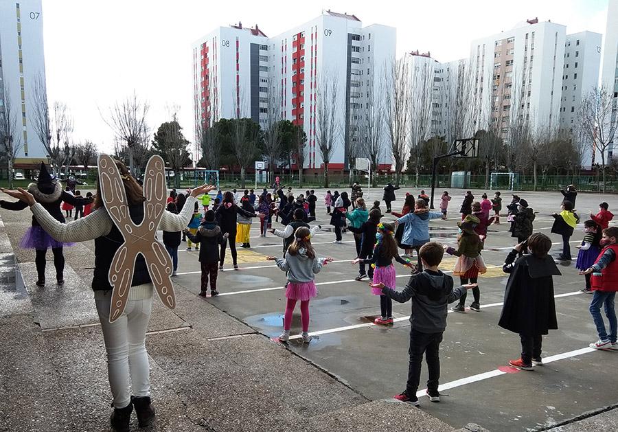 Los alumnos del CEIP Miguel Hernández celebran un carnaval lúdico y educativo