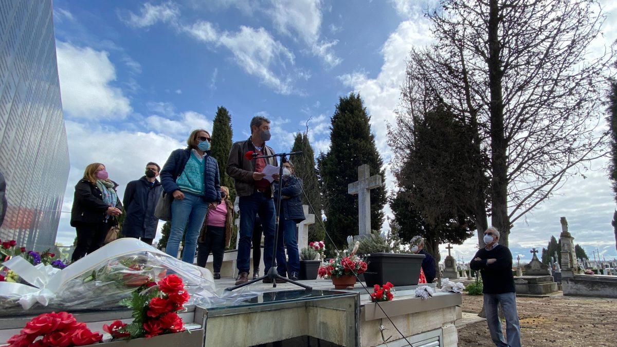 La lagunera Juncal Ibáñez, familiar de represaliados, presente en el homenaje organizado por PSOE y UGT