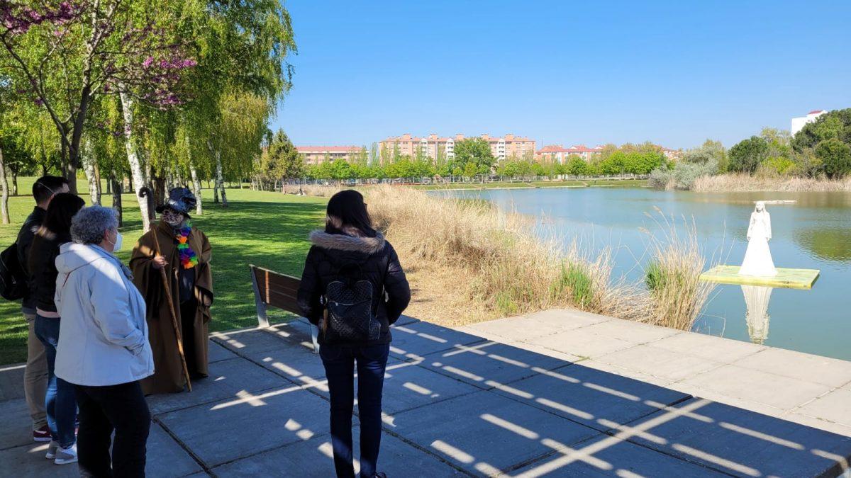 Laguna retoma el proyecto 'El Lago Encantado' con una primera jornada con visitas teatralizadas con la Dama del Lago como protagonista