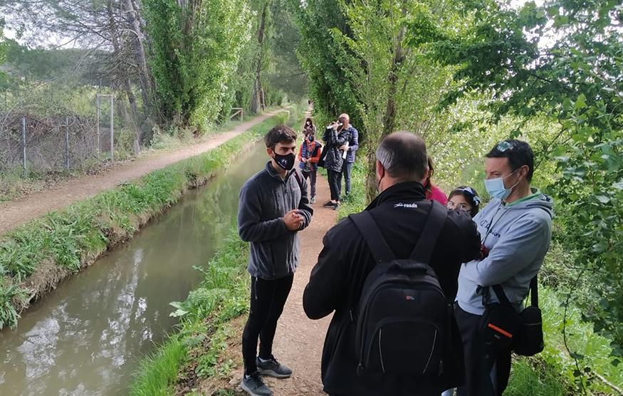 'Lagunatural' estrena su primera ruta por la acequia y el Bosque Real