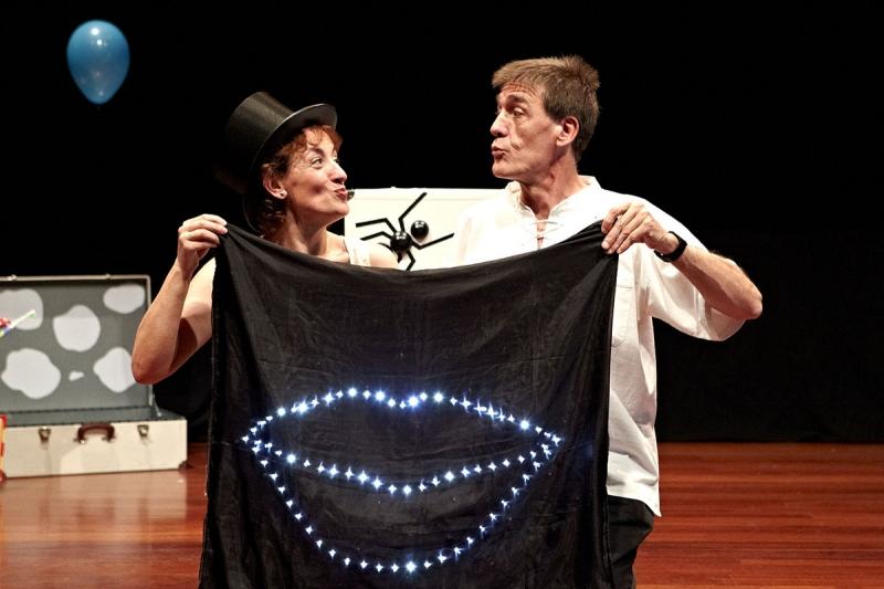 La Casa de las Artes se llena de 'Besos', un espectáculo de teatro para bebes