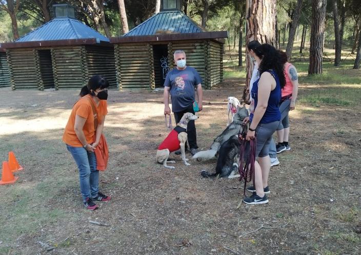 'Lagunatural' celebra un dog friendly en la naturaleza con un paseo por el canal y un circuito de pruebas