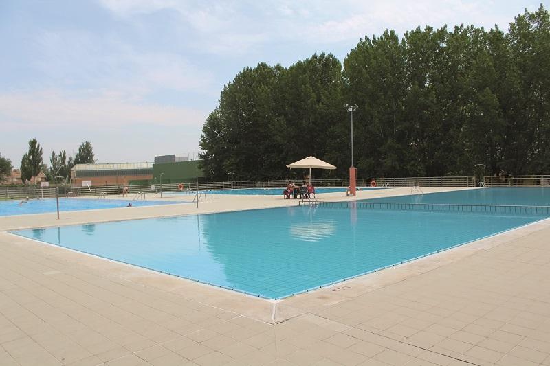 Laguna pone a punto sus piscinas  municipales para el verano