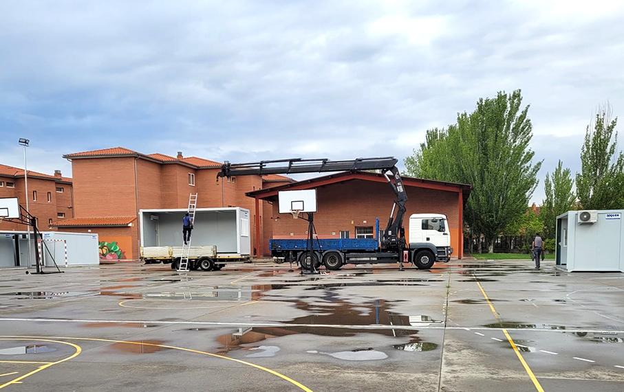 La instalación de aulas móviles en el IES María Moliner garantizará el horario de mañana para todos los alumnos