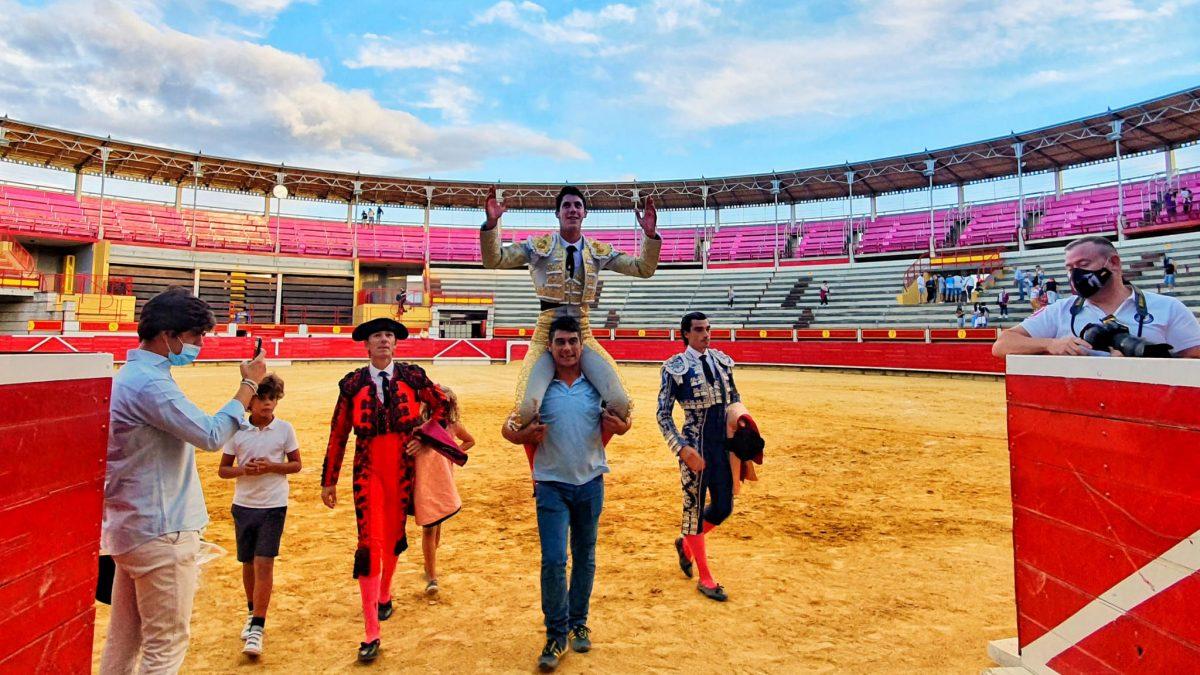 Puerta grande para Diego García tras cortar cuatro orejas