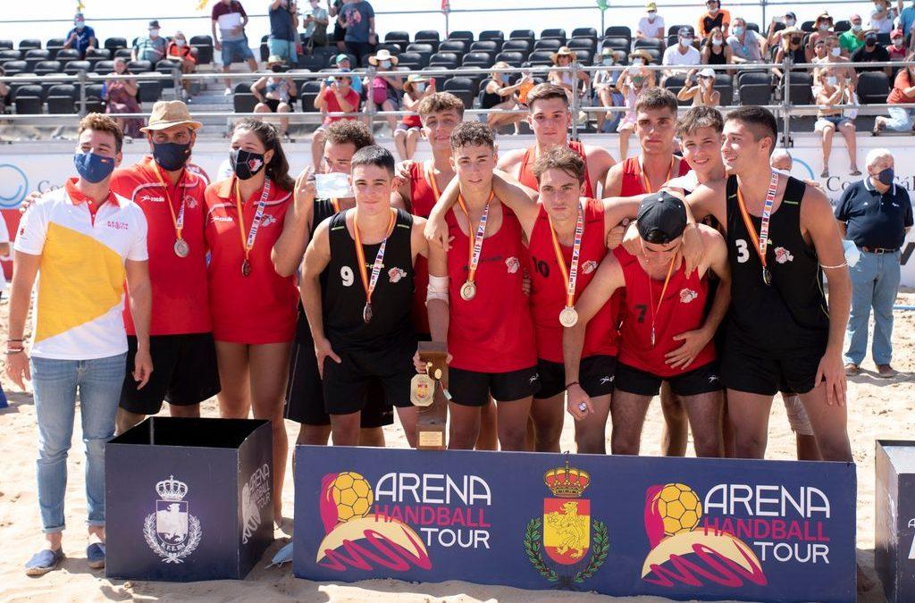 El lagunero Alberto Pariente hace historia junto a la selección juvenil regional de balonmano playa