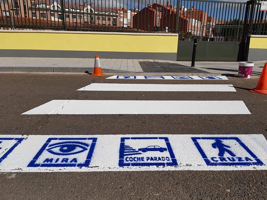 Laguna se implica con las personas con autismo colocando pictogramas en los pasos de peatones