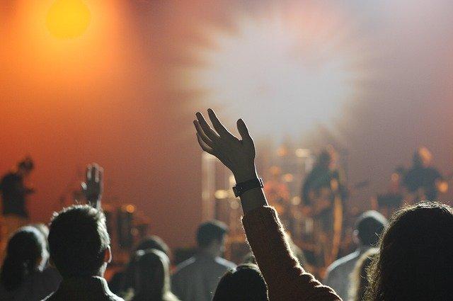 """IU-Podemos critica """"el alto precio"""" de los conciertos de fiestas"""